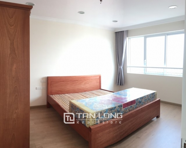 Spacious lakeview apartment in Lac Long Quan str., Tay ho dist., Hanoi for lease 4