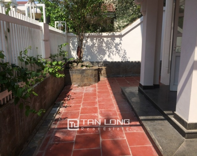 Spacious non furnished 4 bedroom villa for rent in T2, Ciputra 2