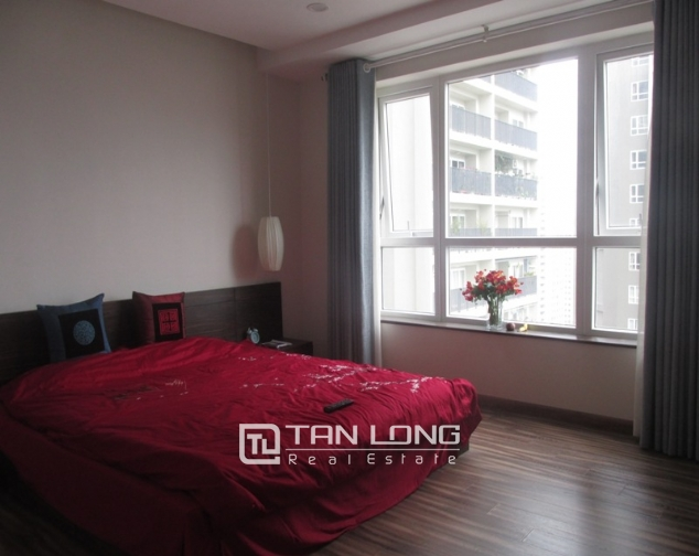 Splendid 3 bedroom apartment in N04 Hoang Dao Thuy for sale, full furniture 10