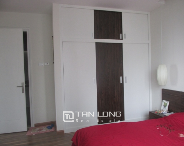 Splendid 3 bedroom apartment in N04 Hoang Dao Thuy for sale, full furniture 1