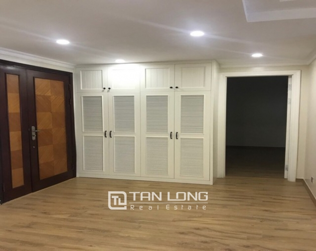 Splendid and fully furnished 3 bedroom apartment for rent in E4 building Ciputra Ha Noi 6