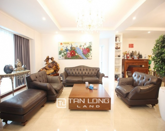Standard and golfview 4 bedroom apartment 267sqm for rent in L tower Ciputra urban area 1