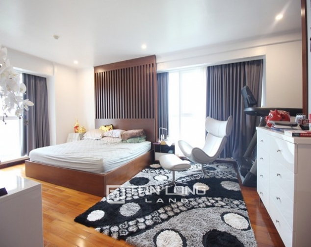 Standard and golfview 4 bedroom apartment 267sqm for rent in L tower Ciputra urban area 7
