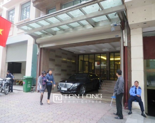 Stunning 2 bedroom apartment to rent in Hai Ba Trung, Hoan Kiem district, full of modern furniture 1