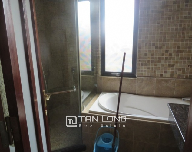 Stunning 2 bedroom apartment to rent in Hai Ba Trung, Hoan Kiem district, full of modern furniture 2