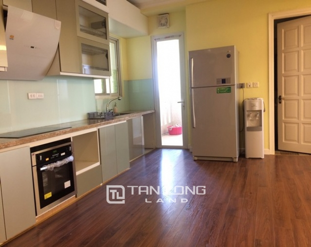 Super bright 3 bedroom apartment on high floor for rent in E1 tower Ciputra 4