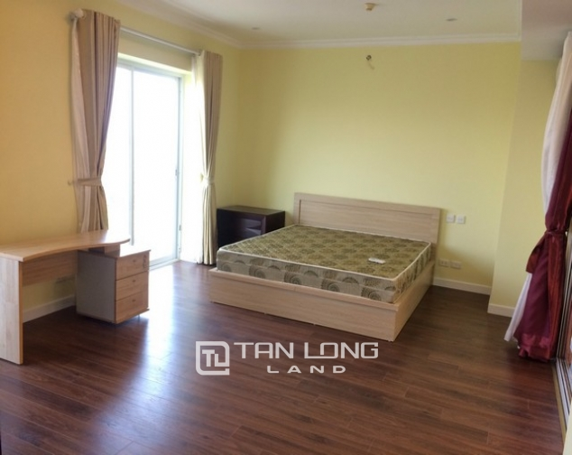 Super bright 3 bedroom apartment on high floor for rent in E1 tower Ciputra 5