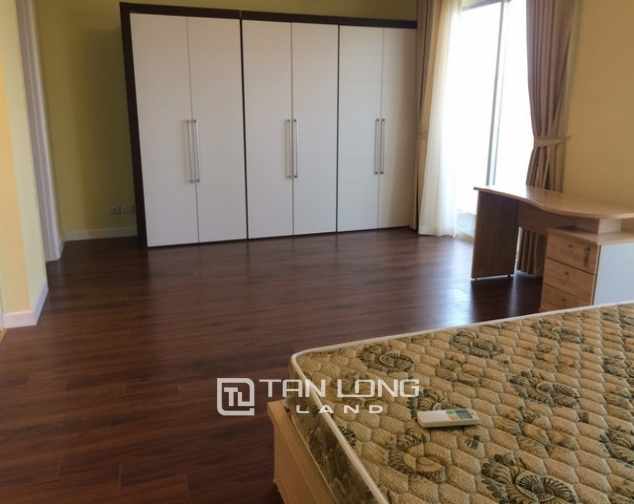 Super bright 3 bedroom apartment on high floor for rent in E1 tower Ciputra 6
