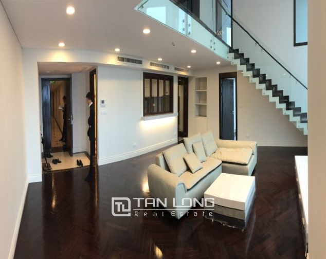 Superb duplex apartment for rent in Hoang Thanh building, Mai Hac De street 1
