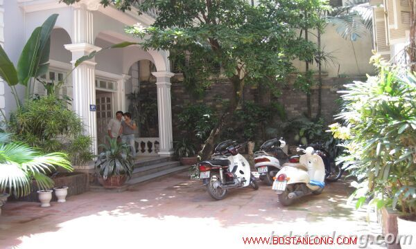 Tay ho House with garden for rent in To Ngoc Van street 1