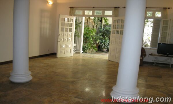 Tay ho House with garden for rent in To Ngoc Van street 2