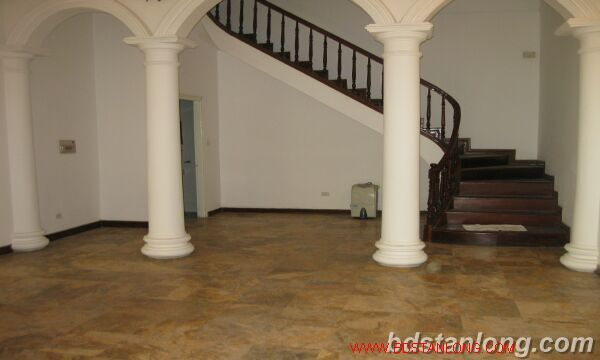Tay ho House with garden for rent in To Ngoc Van street 3