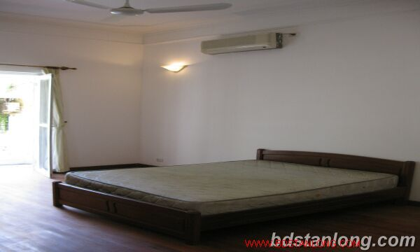 Tay ho House with garden for rent in To Ngoc Van street 6