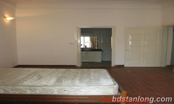 Tay ho House with garden for rent in To Ngoc Van street 7