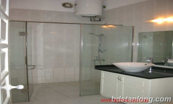 Tay ho House with garden for rent in To Ngoc Van street 9