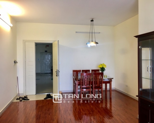 The serviced apartment full furniture for rent in Lac Long Quan street, Tay Ho dist 2