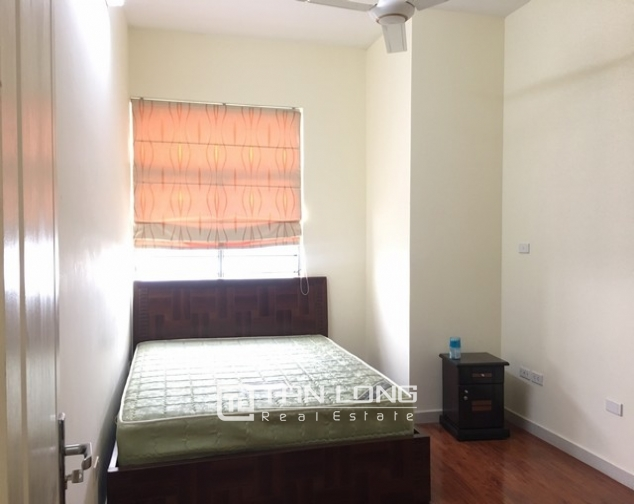 The serviced apartment full furniture for rent in Lac Long Quan street, Tay Ho dist 5