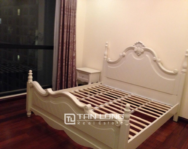 Timber floor 2 bedroom apartment for rent in R2 Vinhomes Royal City, Hanoi 2