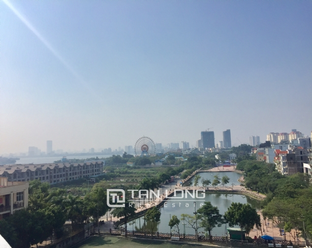 Top-floor apartment for rent on Trinh Cong Son street 3