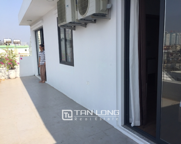 Top-floor apartment for rent on Trinh Cong Son street 4