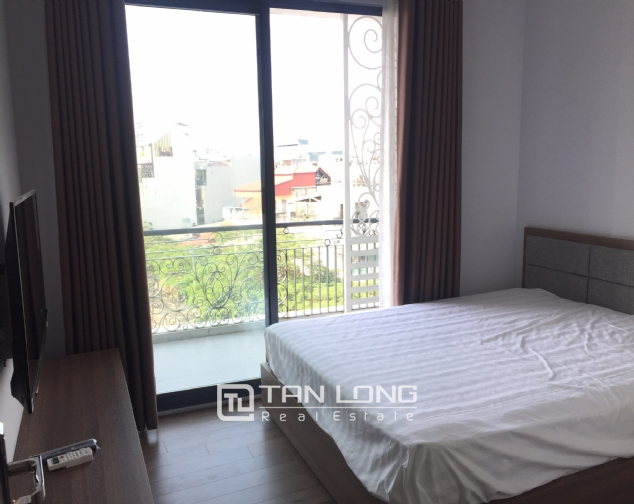 Top-floor apartment for rent on Trinh Cong Son street 6