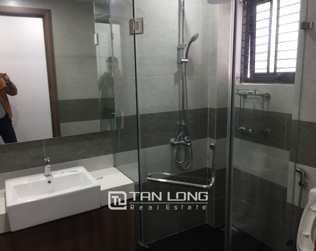 Top-floor apartment for rent on Trinh Cong Son street 8