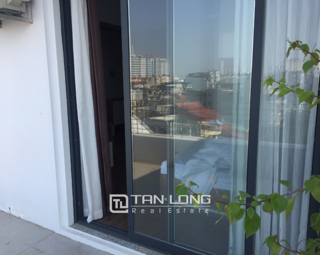 Top-floor apartment for rent on Trinh Cong Son street 9
