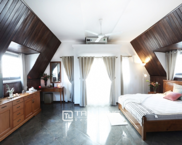 Triplex apartment for rent on Dang Thai Mai street, Tay Ho district 5