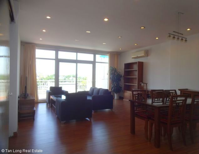 Truc Bach Lakeside apartment for rent in Tran Vu street, Ba Dinh district 2