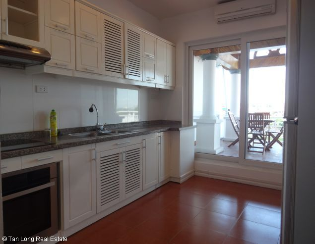 Truc Bach Lakeside apartment for rent in Tran Vu street, Ba Dinh district 6