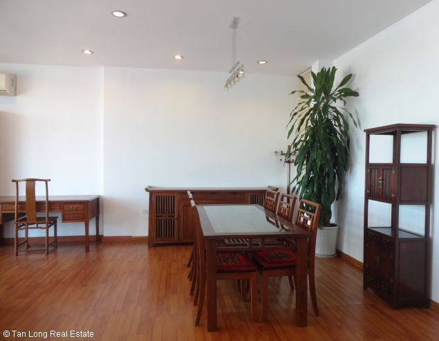 Truc Bach Lakeside apartment for rent in Tran Vu street, Ba Dinh district 3