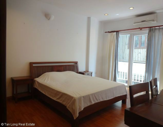 Truc Bach Lakeside apartment for rent in Tran Vu street, Ba Dinh district 8
