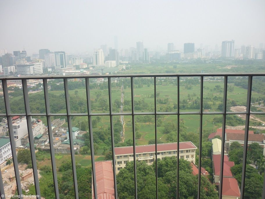 Unfurnished 3 Bedroom Apartment With Balcony For Rent In