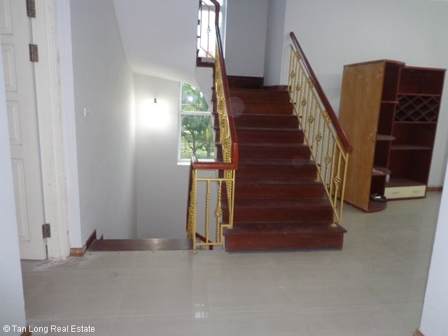 Unfurnished 3 storey villa with 4 bedrooms, courtyard, garden and balcony for lease in T7 Ciputra, Hanoi. 10