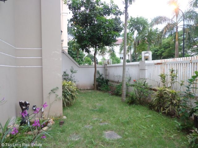Unfurnished 3 storey villa with 4 bedrooms, courtyard, garden and balcony for lease in T7 Ciputra, Hanoi. 4