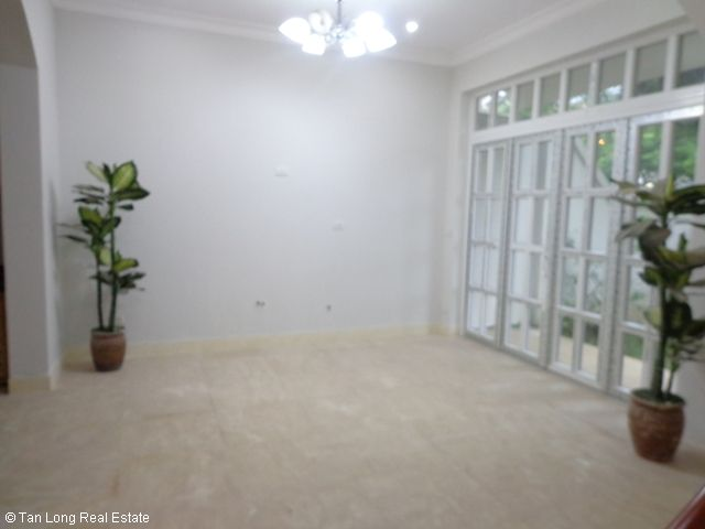 Unfurnished 3 storey villa with 4 bedrooms, courtyard, garden and balcony for lease in T7 Ciputra, Hanoi. 1