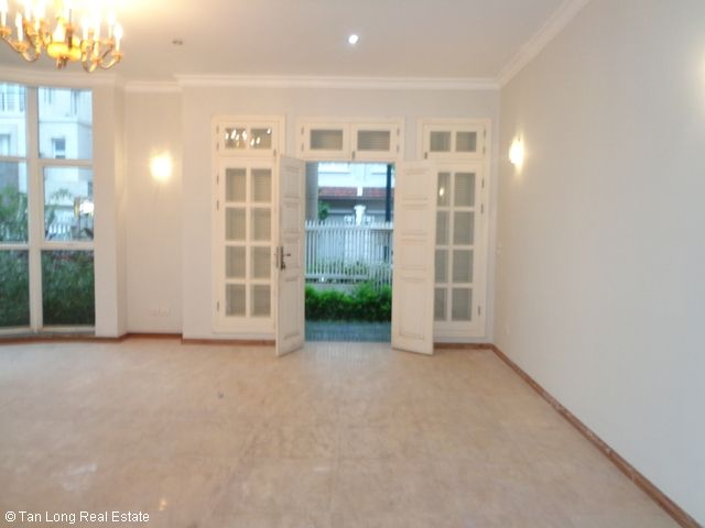 Unfurnished 3 storey villa with 4 bedrooms, courtyard, garden and balcony for lease in T7 Ciputra, Hanoi. 6