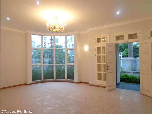 Unfurnished 3 storey villa with 4 bedrooms, courtyard, garden and balcony for lease in T7 Ciputra, Hanoi. 7