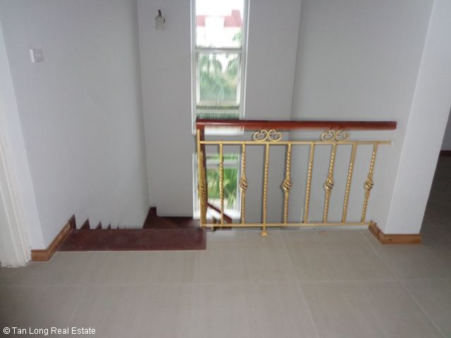 Unfurnished 3 storey villa with 4 bedrooms, courtyard, garden and balcony for lease in T7 Ciputra, Hanoi. 2