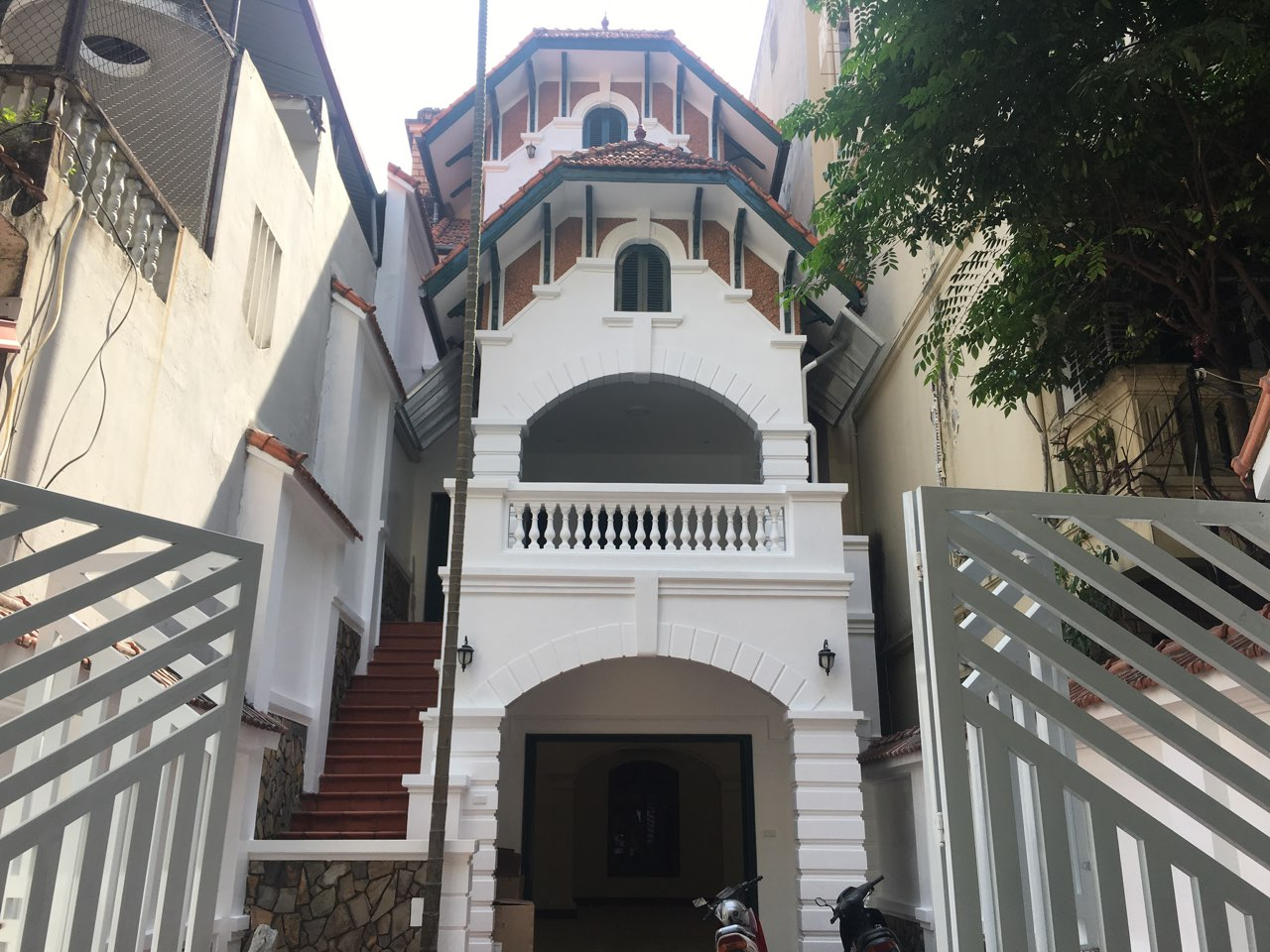 Villa for rent in Dang Thai Mai street, Tay Ho district!