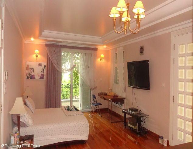 Villa for rent in Vuon Dao, Tay Ho District. 10