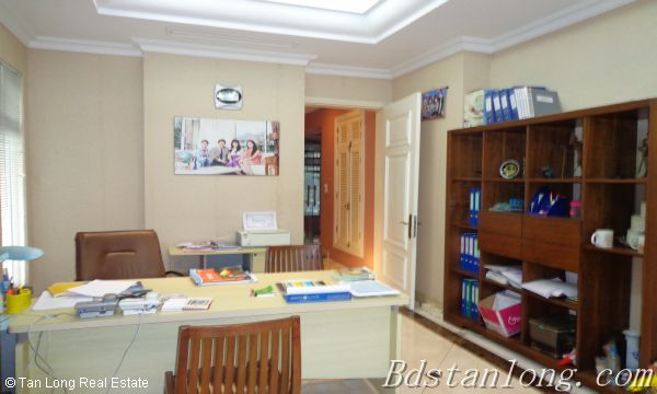 Villa for rent in Vuon Dao, Tay Ho District. 9