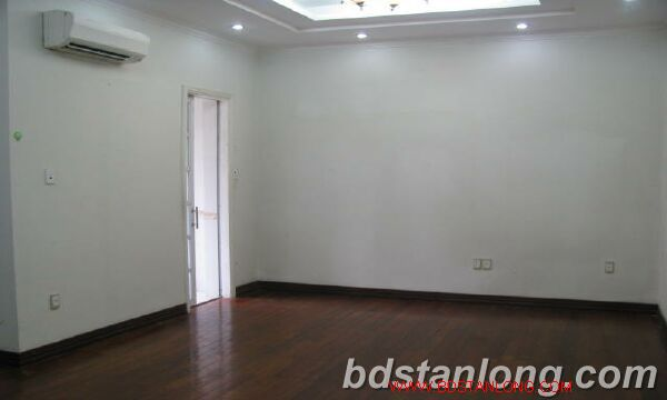 Villa in Au Co street, Tay Ho district for rent 1