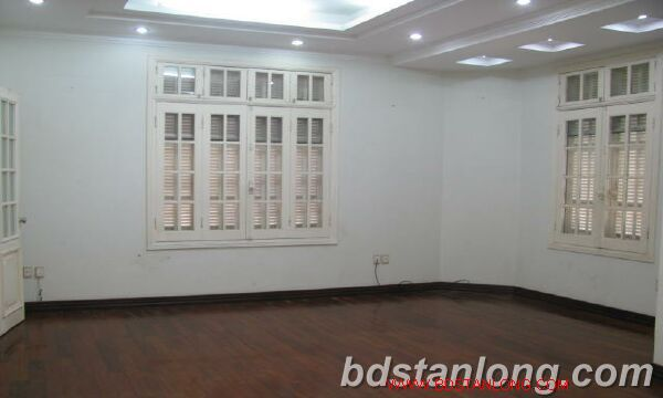 Villa in Au Co street, Tay Ho district for rent 2