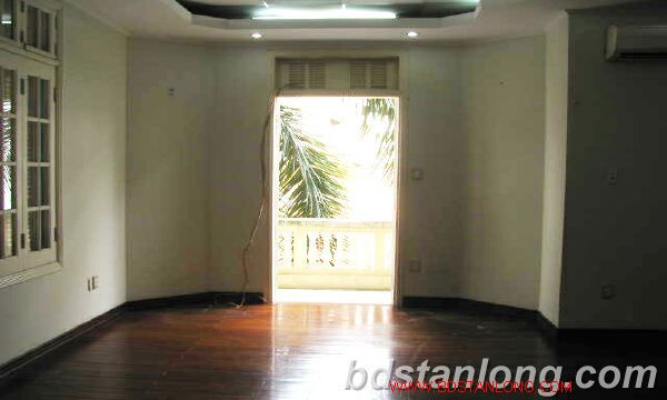 Villa in Au Co street, Tay Ho district for rent 3
