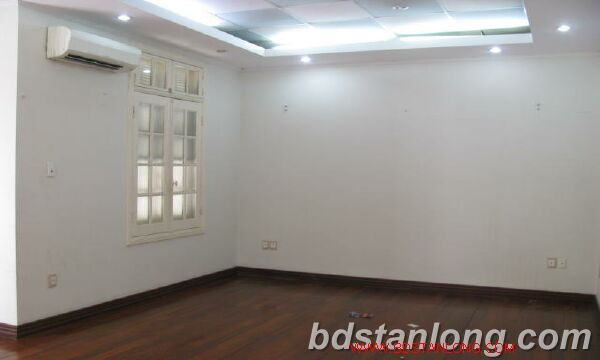 Villa in Au Co street, Tay Ho district for rent 4