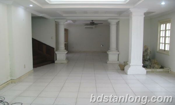Villa in Au Co street, Tay Ho district for rent