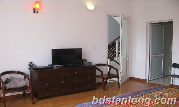 Villa in Dang Thai Mai street, Tay Ho district for rent 1