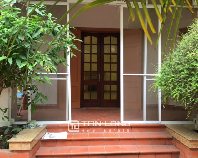 Villa in Tay Ho district for rent. Land area is 400 sq m, 3 floors 7