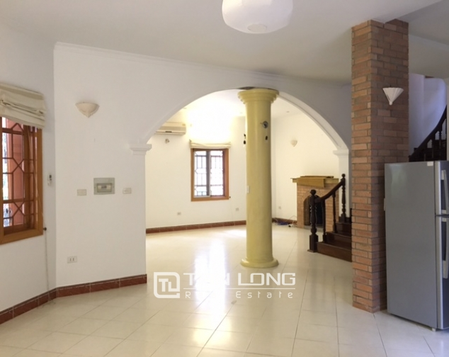Villa in Tay Ho district for rent. Land area is 400 sq m, 3 floors 10